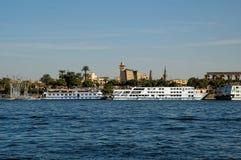 Ansicht über Karnak-Spalten von Nil Luxor, Ägypten Lizenzfreie Stockfotografie