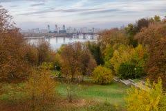 Ansicht über Kiew von Spivoche-Feld Lizenzfreie Stockbilder
