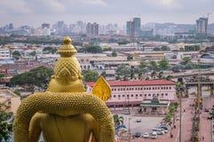 Ansicht über Kuala Lumpur vom batu höhlt Tempel aus lizenzfreie stockfotos