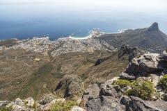 Ansicht über Löwen gehen von der Spitze des Tafelbergs in Cape Town voran Lizenzfreies Stockfoto