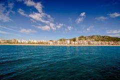 Ansicht über Lloret de Mar vom Meer Stockfotografie