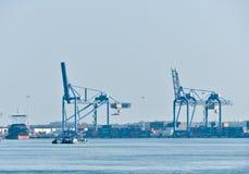 Ansicht über Maas-Flusskanäle von Rotterdam lizenzfreie stockbilder