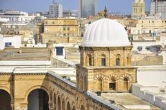 Ansicht über medina Tunis, Haube der Moschee Lizenzfreies Stockfoto