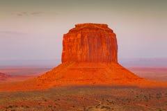 Ansicht über Merrick Butte bei Sonnenaufgang im Monument-Tal arizona Lizenzfreie Stockfotos