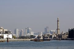 Ansicht über modernes Dubai von der alten Stadt stockfotos