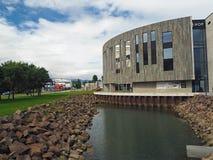 Ansicht über modernes Hof kulturell und Konferenzzentrum in im Stadtzentrum gelegenem Ak lizenzfreies stockfoto