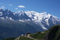 Ansicht über Mont-Blanc massiv stockbild