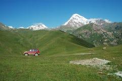 Ansicht über Montierung Kazbek, Georgia Lizenzfreie Stockfotos