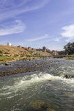 Ansicht über Oum Errabia-Fluss und Festung Kasba Tadla Stockbilder