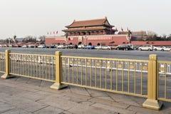Ansicht über Palast-Museum mit Verkehr in der Front Lizenzfreie Stockfotos
