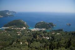 Ansicht über Paleokastritsa, Korfu, Griechenland Stockbilder