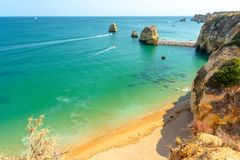 Ansicht über Pinhao-Strand in Lagos, Algarve, Portugal stockfoto