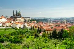 Ansicht über Prag von Strahov-Kloster Stockbilder