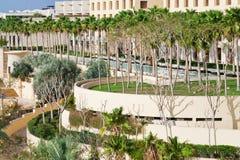 Ansicht über Rücksortierunggebäude auf Meerküste Lizenzfreies Stockfoto