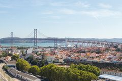 Ansicht über Reisestadt Lissabon vom Spitzenplatz Lizenzfreies Stockfoto