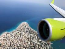 Ansicht über Rhodos-Stadt von den Fliegenflugzeugen lizenzfreies stockbild