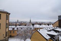 Ansicht über schneebedeckte Dachspitzen mit Riddarholmen hinten, Stockholm Schweden stockfoto