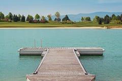 Ansicht über See und Golffeld in Fontana-Golfclub lizenzfreie stockfotografie
