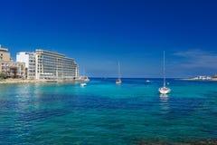 Ansicht über Segelboote an der Kopienpaste Spinola-Bucht St. Julians Malta Stockfoto