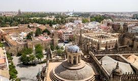 Ansicht über Sevilla-Mitte von Giralda - der Turm von SevillaÂs Kathedrale Stockbilder
