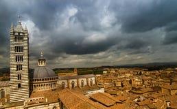 Ansicht über Siena, mit einem Teil der Kathedrale. Lizenzfreies Stockfoto