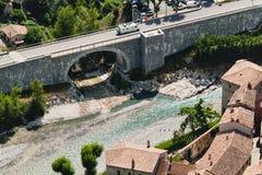 Ansicht über Stadt Entrevaux, Frankreich Blauer Fluss Lizenzfreie Stockfotos