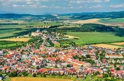 Ansicht über Stadt Spisske Podhradie von Spis-Schloss, Presov-Region, Slowakei stockbild