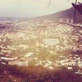 Ansicht über Stadt und Tabellen-Berg vom seaa versehen mit Seiten Lizenzfreie Stockfotografie