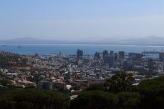 Ansicht über Stadt und Tabellen-Berg vom seaa versehen mit Seiten Lizenzfreies Stockbild
