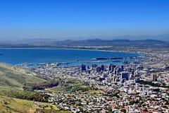 Ansicht über Stadt und Tabellen-Berg vom seaa versehen mit Seiten Lizenzfreie Stockbilder