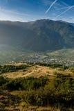 Ansicht über Stadt von der Gebirgsspitze Lizenzfreies Stockbild