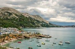 Ansicht über Stara Baska in Insel Krk in Kroatien stockbilder