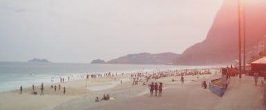 Ansicht über Strand und Ozean von Rio de Janeiro stockbilder