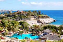 Ansicht über Strand- und Swimmingpool Lizenzfreies Stockfoto