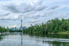 Ansicht über Toronto im Stadtzentrum gelegen von der Insel Stockbild
