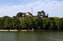 Ansicht über Ufergegend in Ioannina, Griechenland lizenzfreie stockfotografie