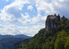 Ansicht über verlaufenes Schloss in Slowenien Lizenzfreies Stockfoto