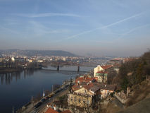 Ansicht über Vltava Fluss, Prag Lizenzfreie Stockfotografie