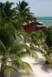 Ansicht über vom Strand am Caye Kalfaterer Stockfotografie