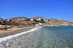 Ansicht über weiße Häuser von MYkonos-Stadt auf griechischer Insel Stockfoto