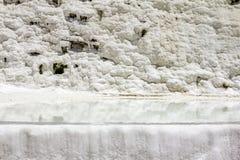 Ansicht über weiße Steigungen und Quellpunkte und Travertine von PA stockfoto