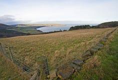 Ansicht über Wiesen zur Küste Stockfoto