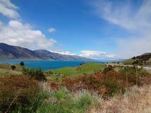 Ansicht über wunderbares See hawea lizenzfreies stockfoto