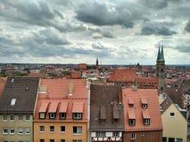 Ansicht alter Stadt Nürnbergs, von den Wänden von Nürnberg-Schloss, Deutschland lizenzfreie stockbilder
