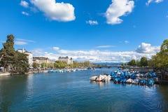 Ansicht alter Stadt Zürichs, des Sees und der Alpen Lizenzfreies Stockfoto