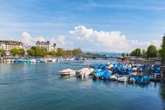 Ansicht alter Stadt Zürichs, des Sees und der Alpen Lizenzfreies Stockbild