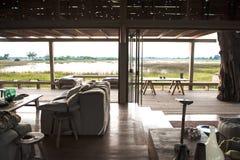 Ansicht aus einer Luxuxsafarihütte in Botswana heraus Stockbild