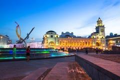 Ansicht Bahnhofs Kievskiy nachts herein am 14. Juni 2012 in Moskau, Russland Lizenzfreies Stockbild