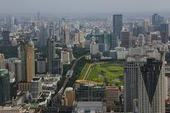 Ansicht BANGKOKS, THAILAND von modernem Bangkok mit Höhe Stockfotos