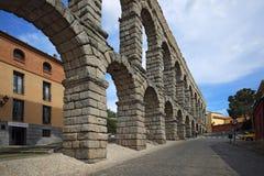 Ansicht bei Plaza Del Azoguejo und der alte römische Aquädukt Lizenzfreie Stockfotos